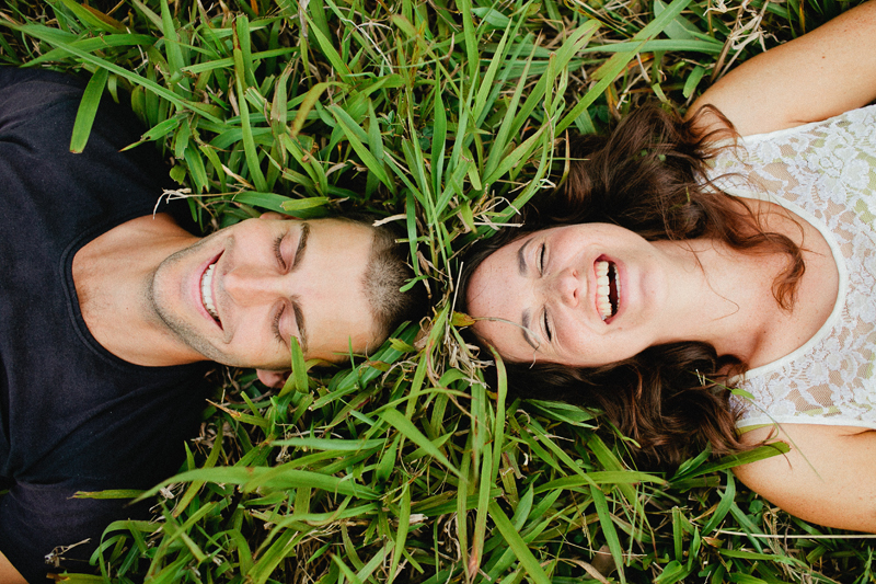 rainy-engagement-portraits001c