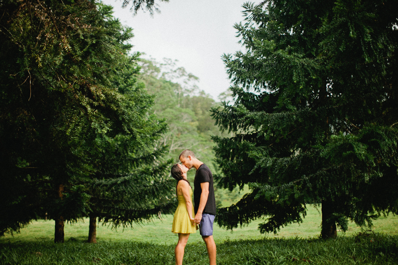 rainy-engagement-portraits025